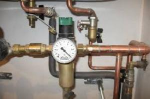 как отрегулировать регулятор давления воды в квартире