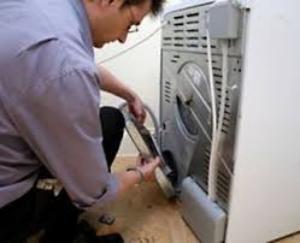 при отжиме течет стиральная машинка что делать