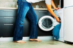 почему течет стиральная машинка снизу
