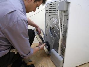 почему не сливает стиральная машинка