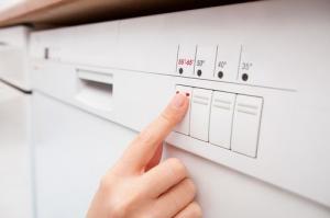 сколько воды использует посудомоечная машина