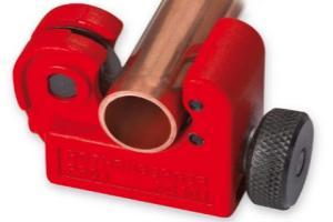 ручной труборез для металлических труб